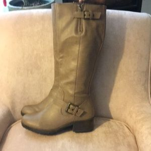 SO kohl's taupe boots with buckle 1 1/2 inch heel
